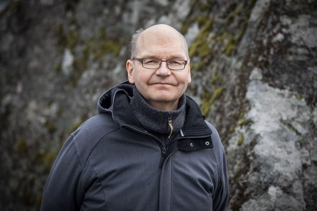 Heikki Kaukoranta, ledande överläkare för Vasa stad, säger att om alla följer restriktionerna och förnuftet de kommande veckorna innan jul borde vi kunna fira högtiden trots epidemin.