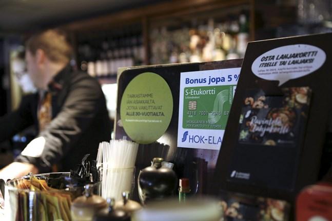 Andelslaget HOK-Elanto har meddelat sina hyresvärdar att bolaget inte tänker betala någon hyra för sina restauranglokaler från och med fjärde april.