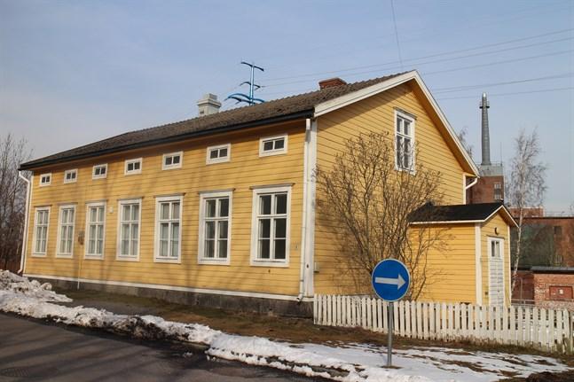 Hallstenska huset ligger på den enkelriktade Lillagatan.