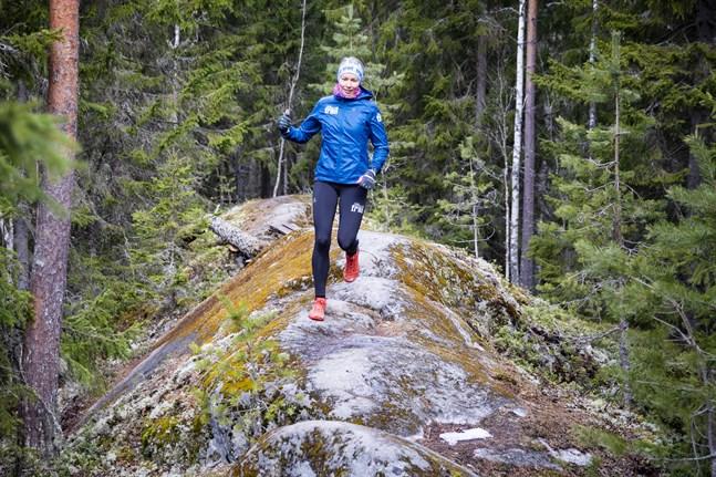 """Hanna Enlund kallar Kunileden för sin """"hemmaterräng"""". Hon stannar ofta och tar en runda där på vägen från jobbet i Vasa till hemmet i Maxmo."""