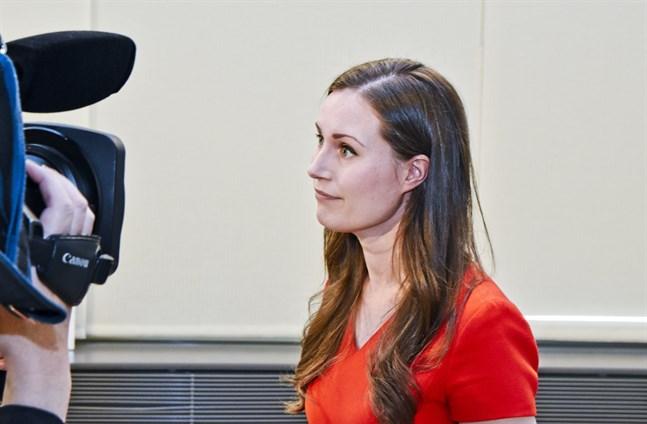Finländarna ger statsminister Sanna Marin (SDP) ett gott betyg för hennes hantering av coronakrisen hittills.