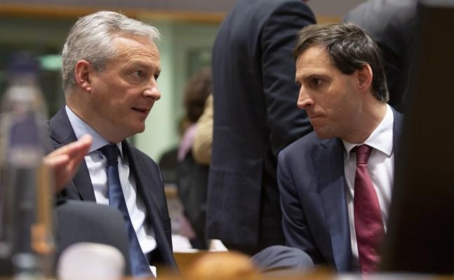 Frankrikes Bruno Le Maire (till vänster) och Nederländernas Wopke Hoekstra (till höger) är två av huvudpersonerna när EU-ländernas finansministrar försöker enas om stödpaket kring coronapandemin. Arkivfoto.
