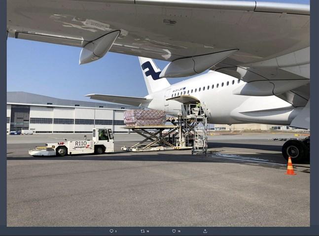 Ett Finnair-plan landade tidigare i veckan med en stor frakt andningsskydd till Försörjningsberedskapscentralen,