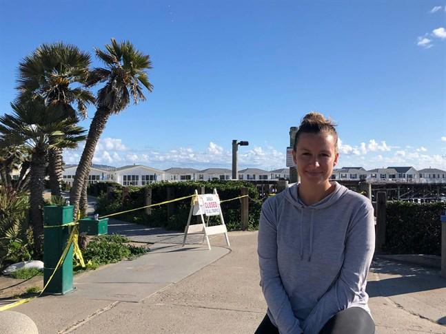 Alexandra Ahlstedt från Malax befinner sig i San Diego i USA. Bryter man mot restriktionerna riskerar man 500 dollar i böter.