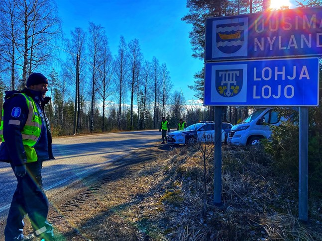 Hundreds of vehicles have been turned back at the Uusimaa border.