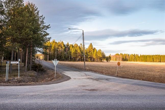 Risö delgeneralplan. Den omfattar ett drygt hundra hektar stort område som sträcker sig på bägge sidor om Södra Larsmovägen och genomskärs av Risövägen/Hannulavägen.