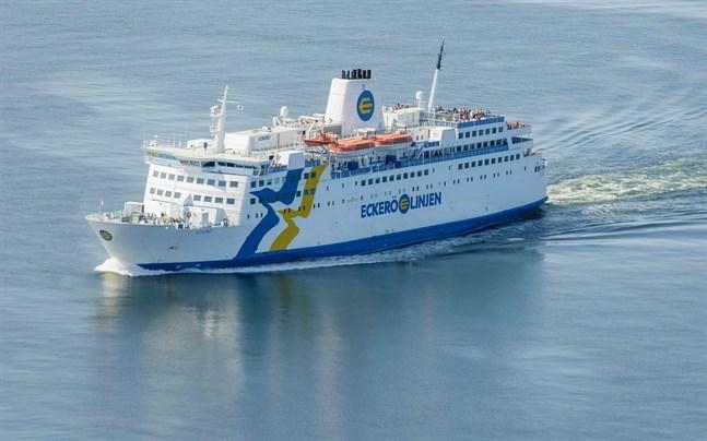 Rederi Eckerö kommer att säga upp alla förutom 13 av de anställda på fartygen M/S Eckerö och M/S Birka Stockholm.