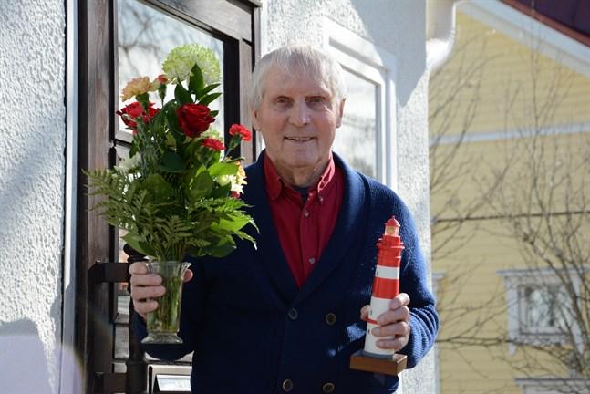 Unto Nisula, 90 år, är första mottagare av priset Kaskö fyr.