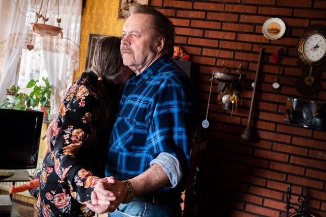 Att få hålla om och känna varandra med kroppen till skön dansbandsmusik är Göstas vurm för dansen. Men han dansar för Mariannes skull.