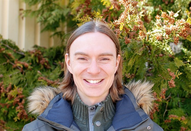 Torbjörn Strand, uppsökande ungdomsarbetare i Korsholm, hoppas att fler vuxna vill engagera sig i Vuxna på byjin.