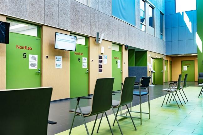 Testen analyseras i laboratoriet vid Mellersta Österbottens centralsjukhus.