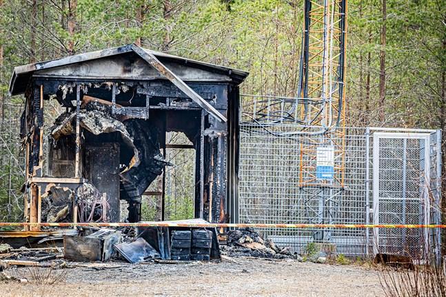 Polisen misstänker att branden vid telemasten i Lövö var anlagd.
