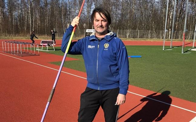 Spjutkastning har alltid varit Peter Björkroths favoritgren. Efter aktiva karriären har han fungerat som tränare.