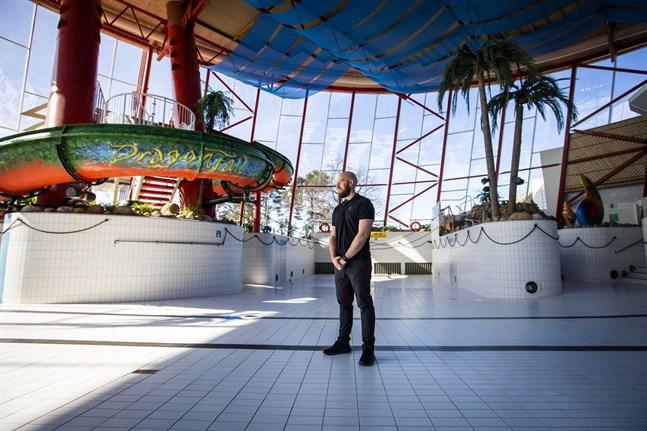 Det tar en tid att fylla bassängerna efter stängningen, säger Tuomas Luukkonen, parkdirektör på Tropiclandia.