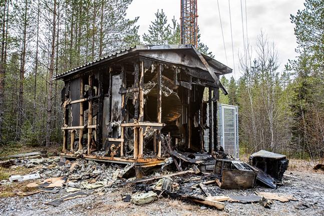Den 19 april brann ett teknikhus intill telemasten i Lövö.