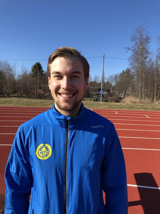 Filiph Johansson jagar nytt rekord både på 400 och 200 meter.