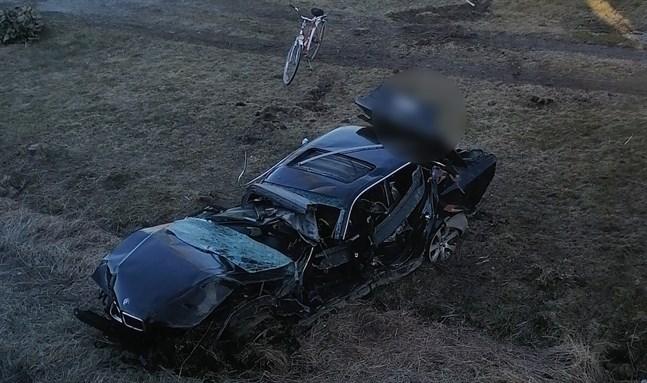 Tre personer skadades allvarligt i bilolyckan i Vörå.