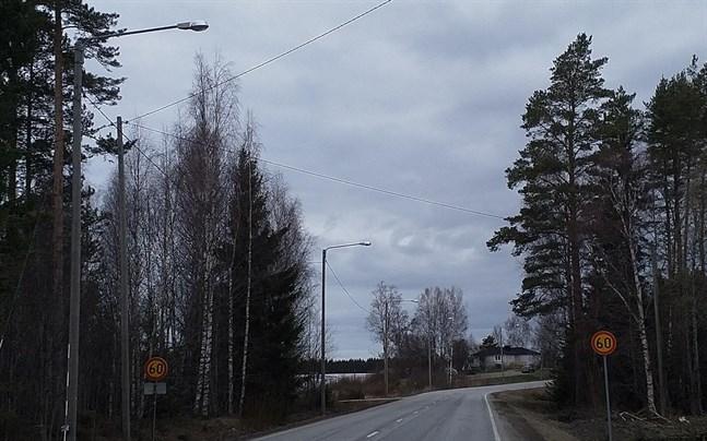 Att tekniska nämnden nu har tydligare och klarare kriterier att följa betyder inte att det blir enklare att få vägbelysning. Bilden från Böle.