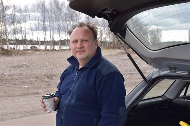 Företagaren Rostislav Aalto har tvingats ansöka om arbetslöshetsunderstöd på grund av coronakrisen.