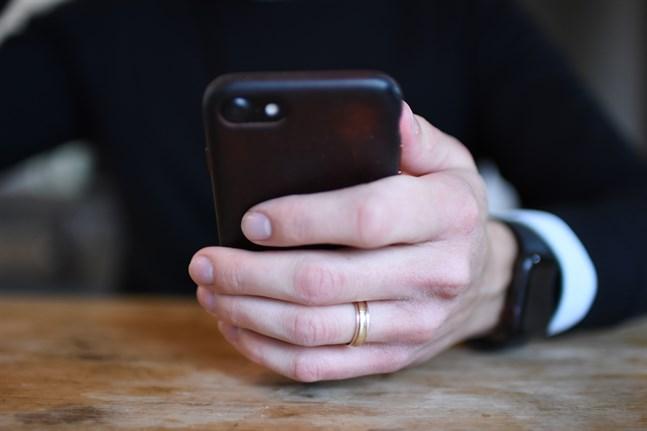 Var uppmärksam på bedrägeriförsök som sker på exempelvis nätet eller per telefon, säger polisen.