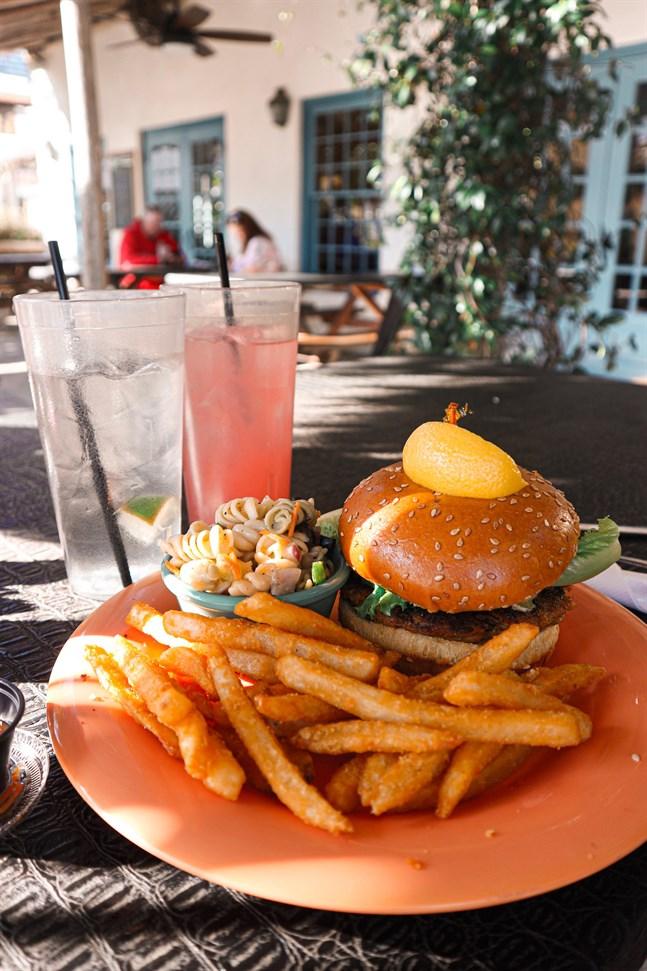 Dagens fångst av kattfisk blev en hamburgarbiff som serveras vid Florida Cracker Café.