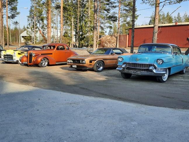 Föreningen American Car Drivers Kokkolas medlemmars bilar.