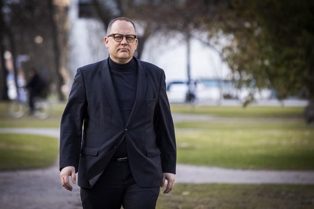 Eftersom pandemisituationen i Vasa är lugn och distansmöten fungerar bra konstaterade fullmäktige under sitt möte 8 juni att de specialbefogenheter som delegerats till stadsdirektören Tomas Häyry och stadsstyrelsen upphör.