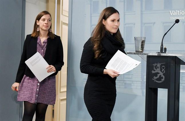 Undervisningsminister Li Andersson och statsminister Sanna Marin berättar att skolorna ska öppna igen från den 14 maj.