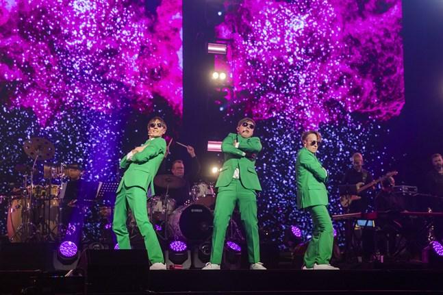 KAJ är Kevin Holmström, Axel Åhman och Jakob Norrgård. Trions tioårsjubileumskonsert visas på tv på valborgsmässoafton.
