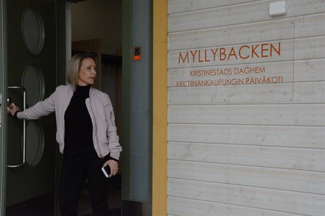 Våren 2020 togs nya daghemmet Myllybacken i bruk. Annika Heikkilä är glad över de goda erfarenheter man fått då efter att förskolor också flyttat in i daghemmet.