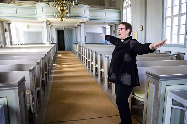 Camilla Svevar är glad. Replot församling är nämligen störst på Facebook av alla församlingar i Borgå stift.