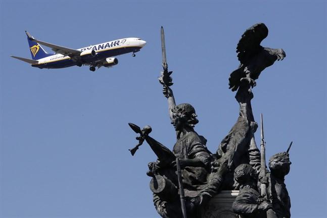Ett Ryanairplan på väg in för landning i Lissabon – innan coronaviruset slog till. Arkivbild.