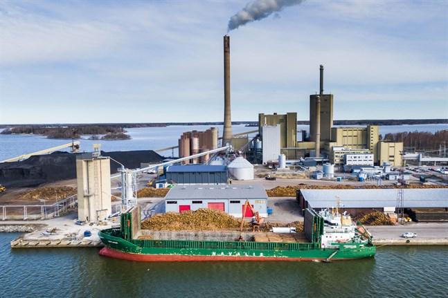 Just denna måndag är det andra fartyg som stannat till i hamn i Vasa för att lasta frakt.