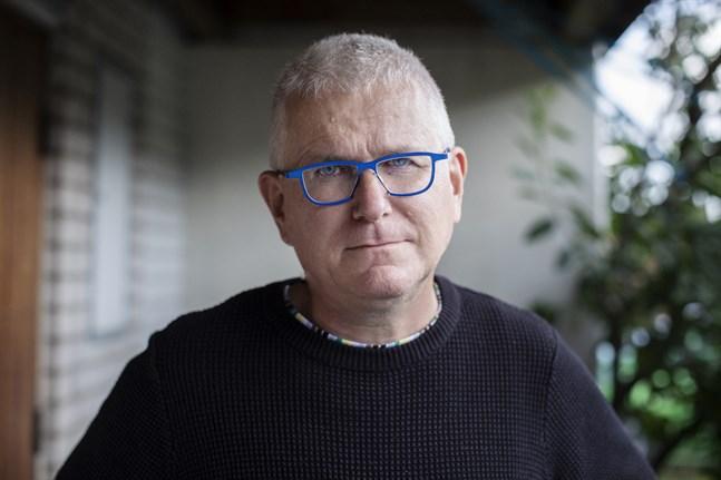 Per Wirtén, född 1958, är författare och frilansskribent. Han var en av grundarna till tidskriften Arena där han också varit chefredaktör.