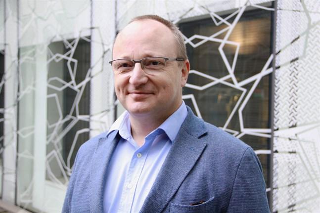 Kurt Torsell, direktör för den svenskspråkiga verksamheten på Utbildningsstyrelsen, säger att myndigheten inte kan ge några heltäckande råd.