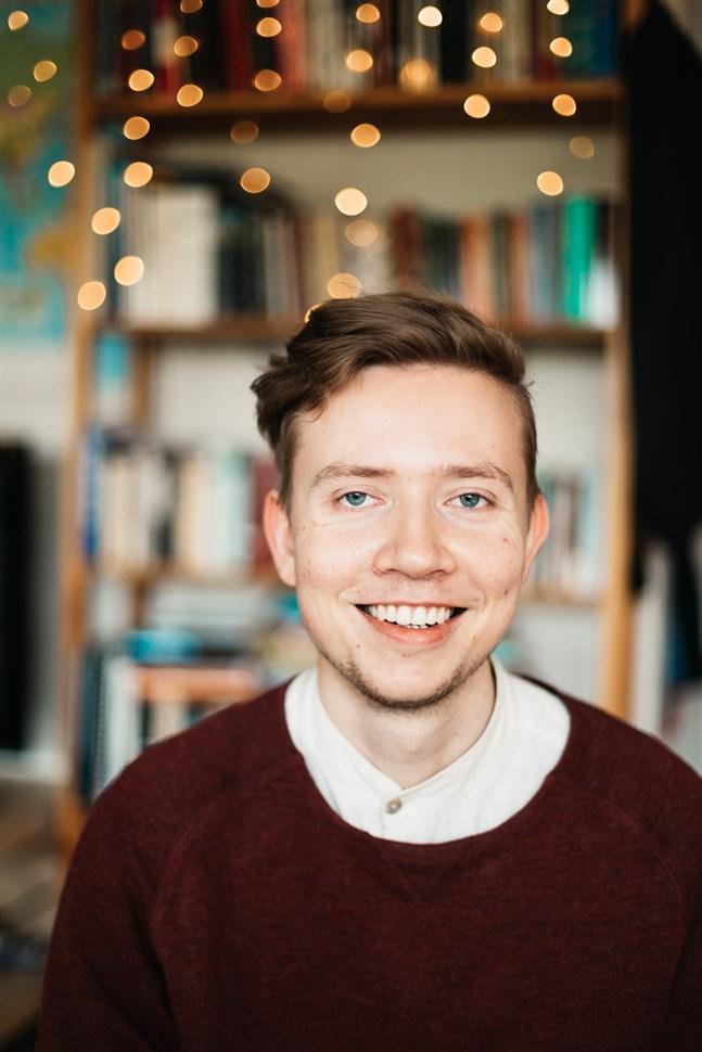 Christoffer Steffansson får tredje priset i Arvid Mörne-tävlingen.