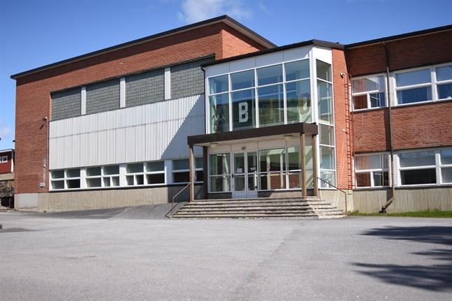 Närpes gymnasium återgår till närundervisning på måndag, liksom YA:s enhet i Närpes samt Söff.
