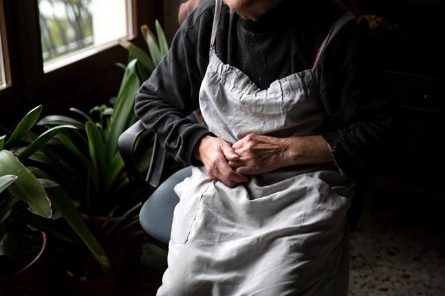 Största delen av all verksamhet för de äldre är på paus på grund av coronaviruset. Virtuella ersättande evenemang är inte ett alternativ för de åldringar som inte använder datorer.