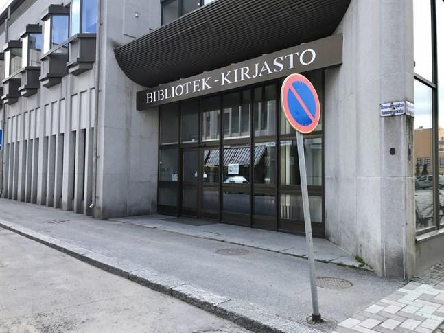 Stadsbiblioteket i Jakobstad kommer förslagsvis att stängas på nytt snart efter att det har öppnats.