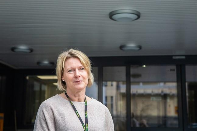Eva Nordström, socialarbetare och teamnledare på Social- och hälsovårdsverket i Jakobstad, ser hur undantagstillståndet allt mer tär på många familjers krafter.