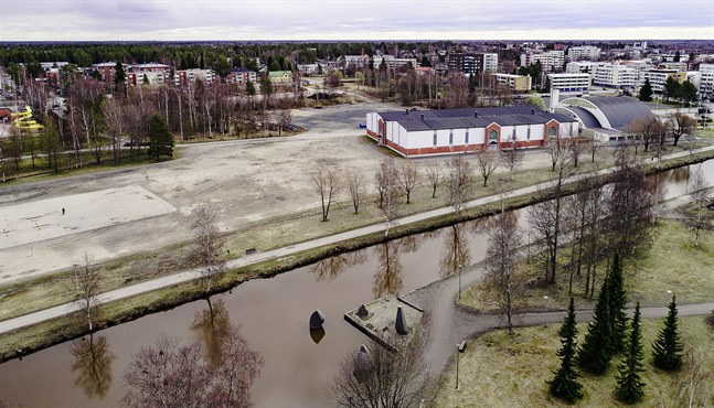 Det bolag som ska utveckla Idrottsparken i Karleby behandlas i stadsstyrelsens sektion.