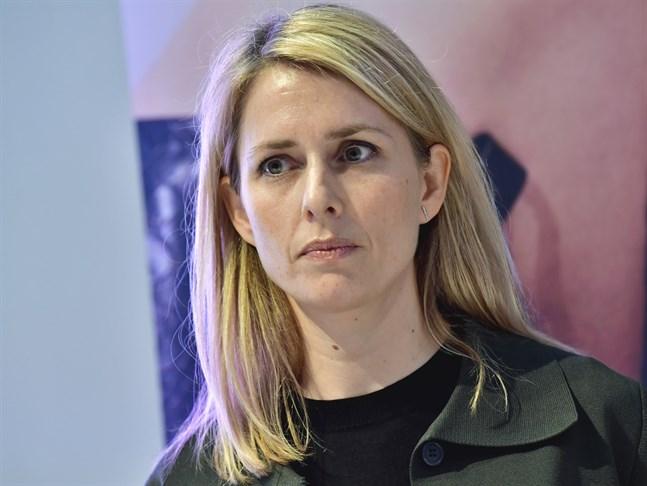H&M:s relativt nya vd Helena Helmersson städar på huvudkontoret.