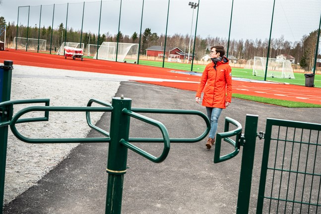 Välfärdschef Caroline Smedberg ser många utvecklingsmöjligheter för Larsmo idrottspark. Den nya planen har gjorts i samarbete mellan kommunens olika sektorer men också kommuninvånarna.