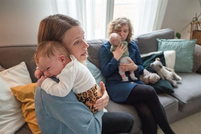 Jag tyckte att hon reagerade lite konstigt då jag berättade att jag var gravid i somras, säger Janina Wargh. Att hon och systern Cecilia Talus skulle få barnen Ines och Eben nästan samtidigt var inte planerat.