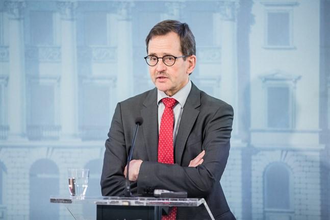 Arbetslivsprofessor Vesa Vihriälä konstaterar att om den ekonomiska krisen blir utdragen måste staten prioritera vilka företag som ska stödas och vilka som tillåts falla.