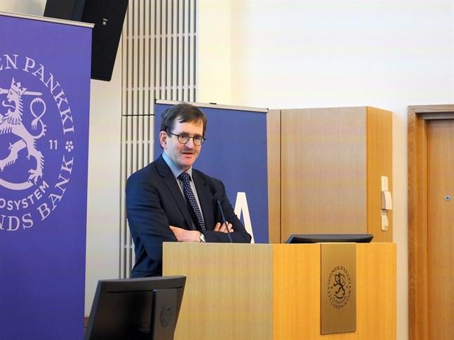 Arbetslivsprofessor Vesa Vihriälä varnar för långtgående ekonomiska följder av coronakrisen.