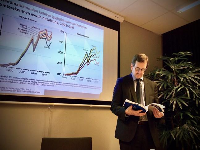 Arbetslivsprofessor Vesa Vihriäläs utredningsgrupp presenterar i dag åtgärderna Finland bör vidta för klara av coronaviruspandemins konsekvenser. Arkivbild.