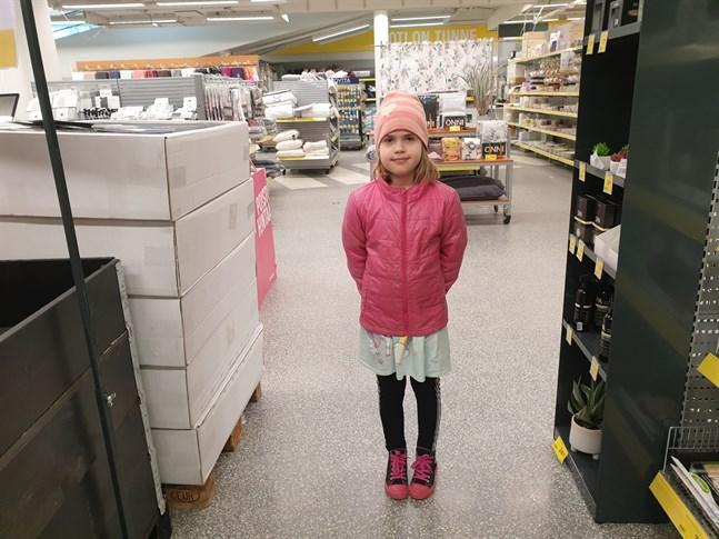 Inez Bergqvist tycker det är tråkigt att vara hemma och vill tillbaka till skolan.