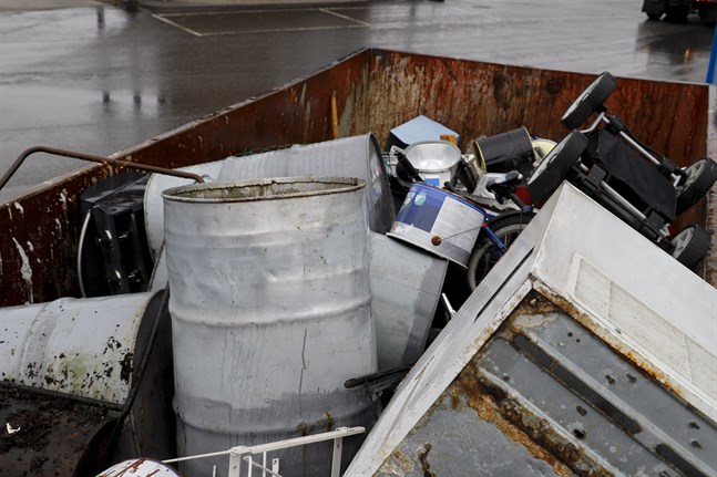 Stormossen har tagit emot mer avfall än normalt överlag, men mest beror ökningen på förorenad jord.