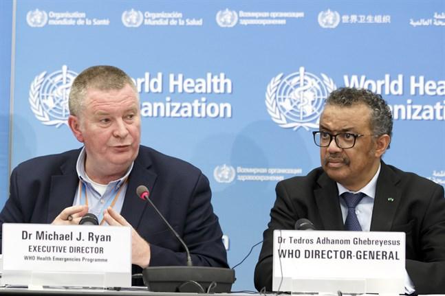 Mike Ryan, verkställande direktör för WHO:s katastrofprogram, och världshälsoorganisationens chef Tedros Adhanom Ghebreyesus.